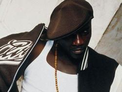 Akon'ui - vėl nemalonumai dėl elgesio su gerbėjais