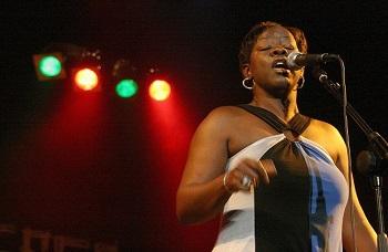 Amerikos bliuzo dainininkė Wanda Johnson su grupe Lietuvoje surengs net tris koncertus
