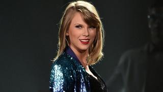 Kviestinių žvaigždžių traukos centru tapusiose Taylor Swift gastrolėse - ir Micko Jaggerio bei Steveno Tylerio pasirodymai (+ video)