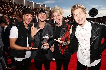 """MTV apdovanojimą vakar pelniusieji jaunimo dievukai """"5 Seconds Of Summer"""" pirmąsyk gros Baltijos šalyse"""