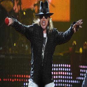 """Amerikiečiai """"Guns N' Roses"""" oficialiai paskelbė apie pirmuosius koncertus arenose su orginalia grupės sudėtimi"""