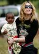 Malavio teisme dėl įsivaikinimo - Madonnos pergalė