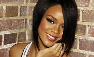 Rihanna bando atgauti per konfliktą su Brown'u prarastus papuošalus