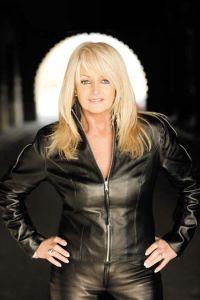 Bonnie Tyler naujam gyvenimui prikels legendinį savo hitą (+ video)