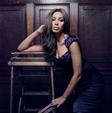 Pagrindinė pretendentė į britų albumų topo viršūnę - Leona Lewis