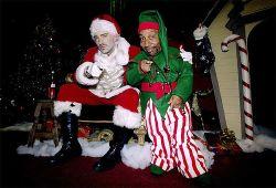 Rinkdamas lėšas labdarai Kalėdų Seneliu virto reperis Eminem'as