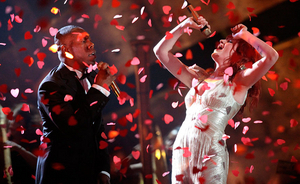 Haitį remiantis labdaros singlas antrą savaitę iš eilės išliko britų topo lyderiu