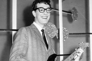 75-ųjų Buddy Holly gimimo metinių proga legendiniam dainininkui skirta žvaigždė Holivudo šlovės alėjoje