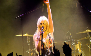 """The Pretty Reckless"" koncerte nuskambėjo ir ""The White Stripes"" hito ""Seven Nation Army"" koveris (+ video)"