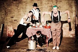 """Romanas Abramovičius nusamdė """"Red Hot Chili Peppers"""" savo 20,7 mln. litų vertės vakarėliui"""