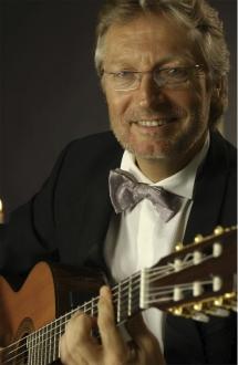 Gitaros meistras Francis Goya sugrįžta pavergti lietuvių