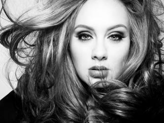 Prieš veiklos pertrauką Adele pažadėjo padovanoti dar vieną dainą