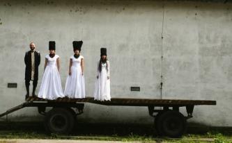 """""""Mėnuo Juodaragis"""" scenose - garsieji """"Dakha Brakha"""" ir kiti muzikiniai kerėjimai"""