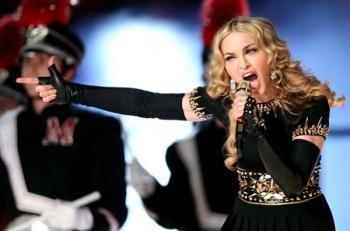 Koncerto Turkijoje metu Madonna apnuogino savo krūtinę (+ video)