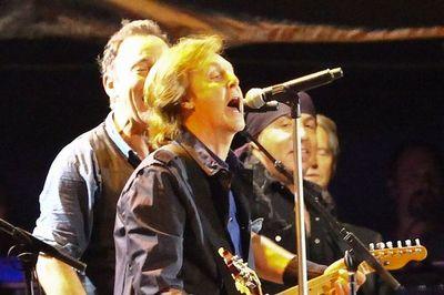 B. Springsteen'ui ir P. McCartney'iui per koncertą išjungė mikrofonus