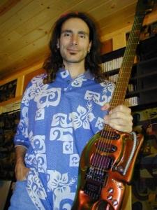 Gerbėjai jau gali groti Steve'o Vai gitara
