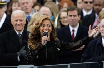 JAV prezidento inauguracijos metu Beyonce šalies himną atliko naudodama fonogramą (+ video)