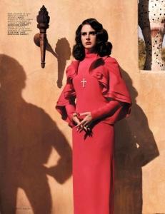 """Prancūziškojo """"L'Officiel"""" fotosesija atskleidė skirtingus Lanos Del Rey veidus"""