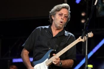 """Erico Claptono koncertuose – populiariausi hitai ir po dešimtmečio į repertuarą grįžusi daina """"Tears In Heaven"""""""