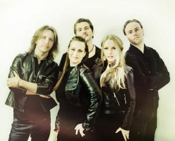 """Festivalyje """"Margos pievos 2013"""" – folkroko grupės """"Žalvarinis"""" ir """"Aistvara"""""""