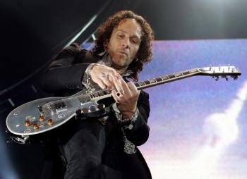 """Def Leppard"" gitaristas Vivian Campbell nenustygsta vietoje"