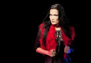 Simfoninio roko karalienė Tarja Turunen rudenį koncertuos Lietuvoje