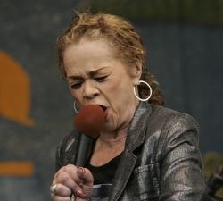 Ettos James kritikos strėlės - Beyoncei ir naujajam JAV prezidentui (+ video)