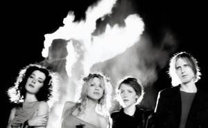 Gandai pasitvirtino: Courtney Love atkuria