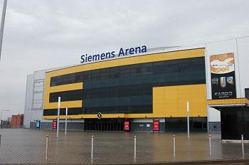"""""""Siemens"""" arenoje sumontuota 170 metrų ilgio LED ekranų juosta"""