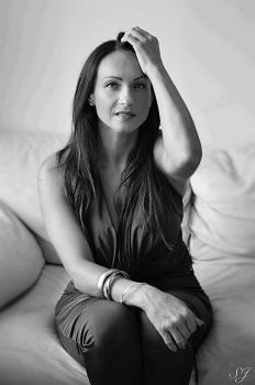 Po ilgos pertraukos Asta Pilypaitė pristato savo naują dainą (+ audio)