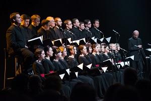 """Choras """"Jauna Muzika"""" pristato pilną jubiliejinio koncerto vaizdo įrašą"""